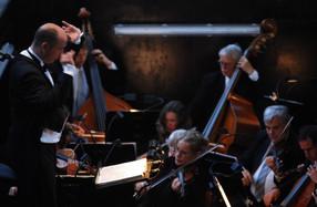 GMD Florian Merz at work, here with the Landesbühnen Sachsen Orchestra